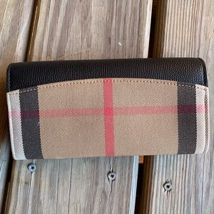 Burberry Bags - LIKE NEW❤️ Burberry Horseferry Check Porter Wallet